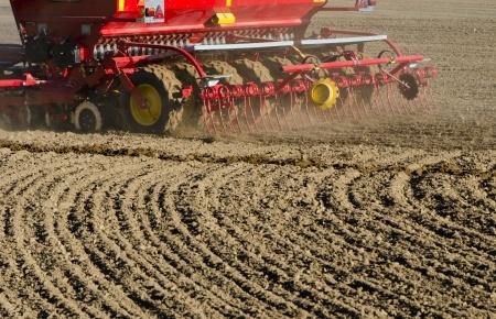 maszyna rolnicza na polu