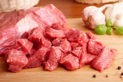 czerwone mięso w kostkach